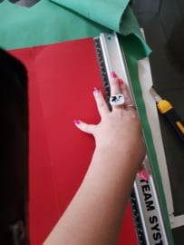 Tas van leer met schildering van koe, geit en kievit