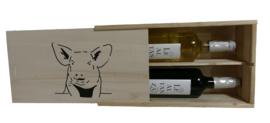 Wijnkist met varken en een rode en witte wijn