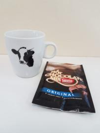 Verwenmoment: koeien mok met chocolade melk