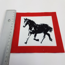 Paard met rode rand: stofje