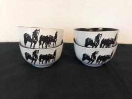 Schüssel mit Pferden