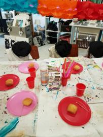 Kinderfeestje hart op hout schilderen