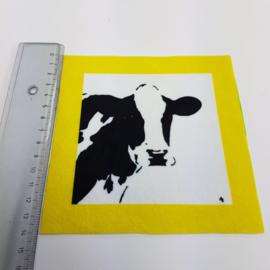 Koe met geel rand: stofje