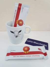 Verwenmoment: geiten mok met Latte Macchiato