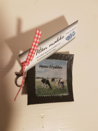 Koeien sleutelhanger van leer en stof (Moai Fryslân)