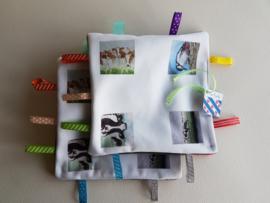 Moai Fryslân baby labeldoekje: koe en specht (zachte achterkant)