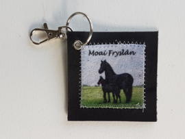 Friese paarden sleutelhanger van leer en stof (Moai Fryslân)