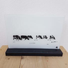 Koeien schilderij of bokaal van glas in houder