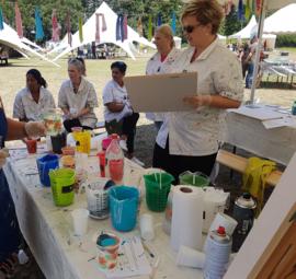 Bedrijven festival mei 2019: workshop acryl gieten en kleine steigerhout schilderijen