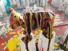Koe beeld (acryl gieten) rood geel
