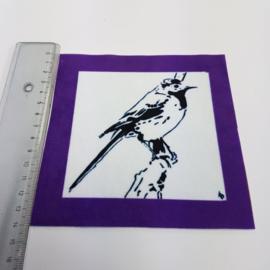 Vogel met paarse rand: stofje