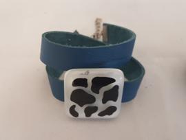 Armband met koeienprint