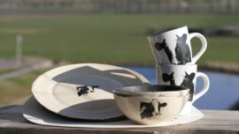 Kuh-Geschirr für 2 Personen eingerichtet