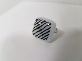 streep zwart wit ring met glazen applicatie