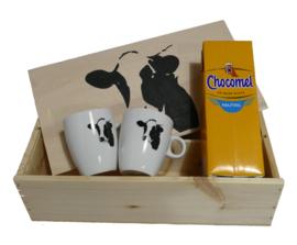 Chocolademelk mok en kist cadeau pakket