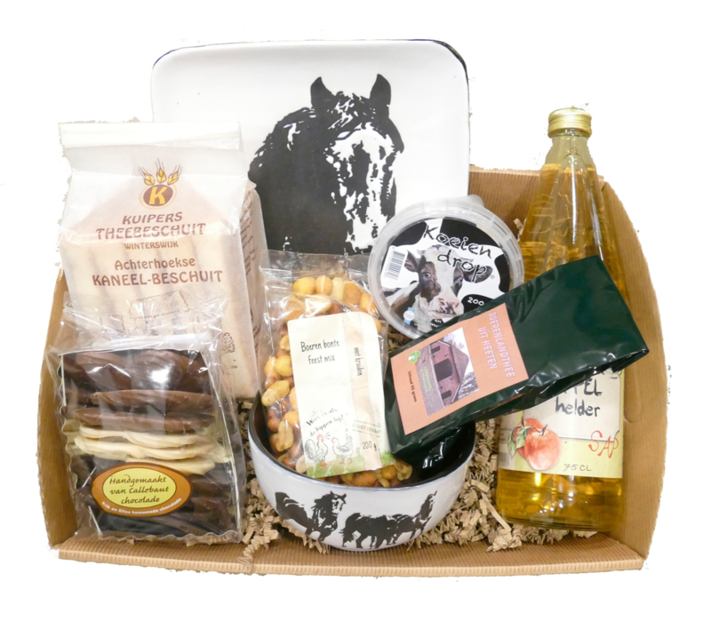 Lekkernij cadeau geschenken pakket met paard bord en schaaltje