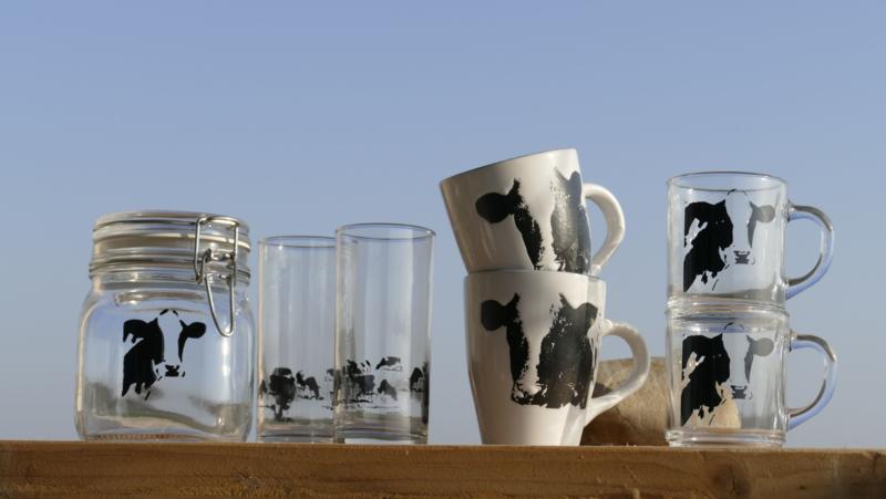 Koe servies set: glas servies en mokken