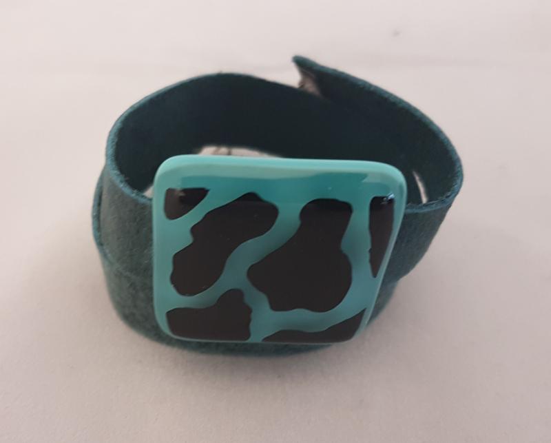 Bracelet with cow