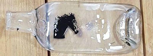 Paarden kaasplankje van plat gesmolten fles