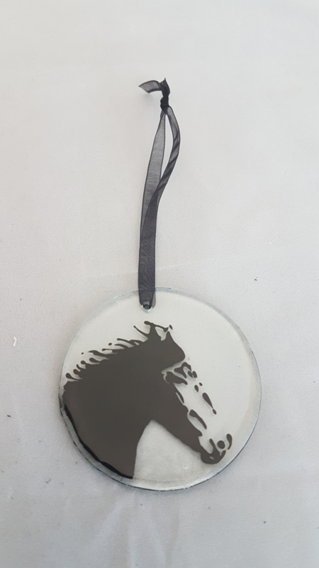 glazen hanger met een paard