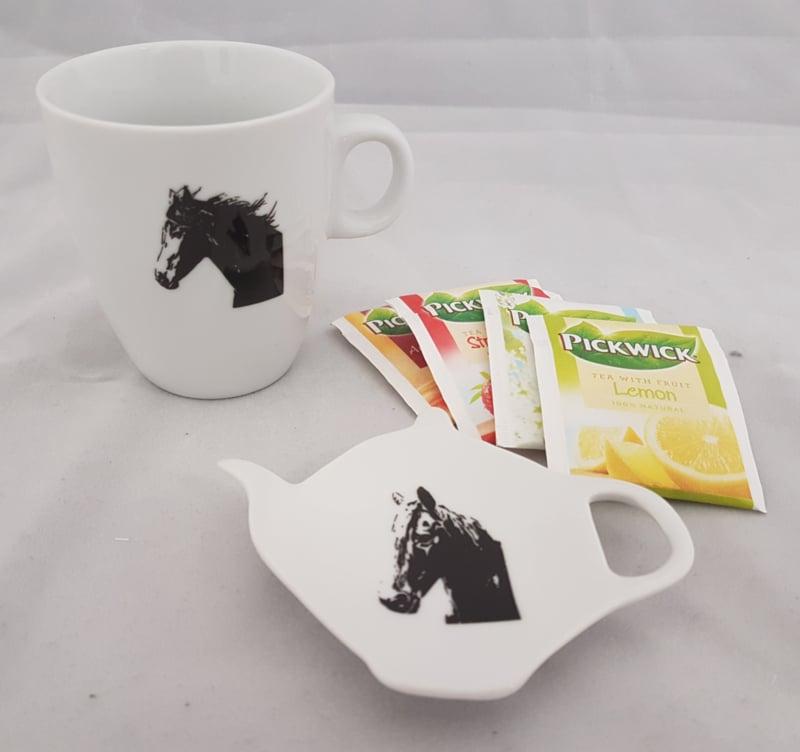Teebeutelhalter und Becher Pferd