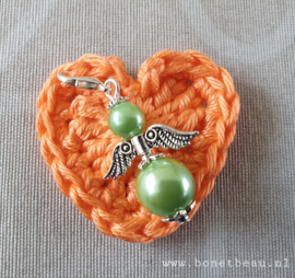 Gehaakt hartje Oranje met gelukspoppetje Groen