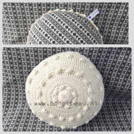 Mini Zeeuwse Knop Kussen Creme - Bloemetje 18cm