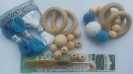 Doe-het-zelf pakket bijtring met (omhaakte) houten kralen Blauw