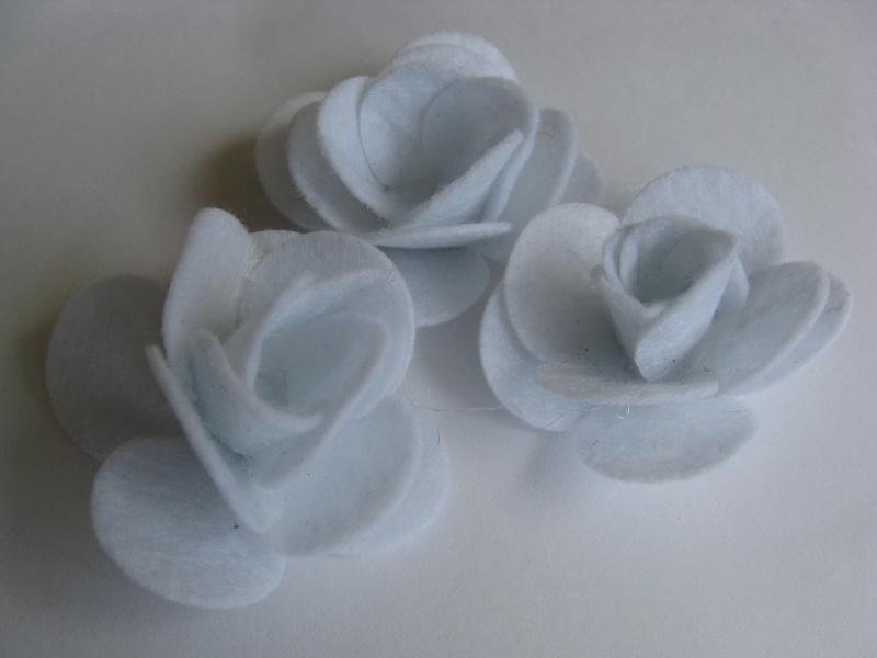 Vilten applicatie bloem wit 3 stuks