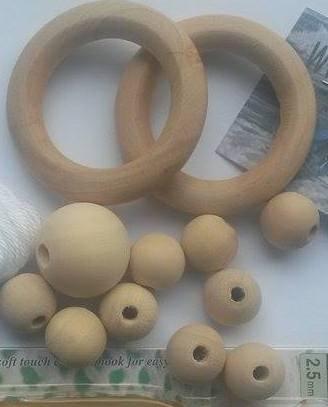 10 stuks houten kralen en 2 stuks ringen diameter ca. 5,4cm