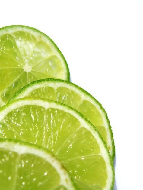 Limoenvrucht (gesneden) - Citrus aurantifolia - biologisch 100 gram