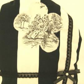 Moderne theemuts zwart-wit en toch romantisch