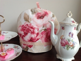 Vrolijke rozen theemuts