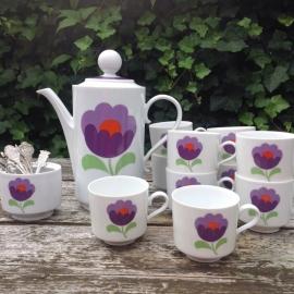 Retro theeservies 10  persoons met paarse bloem