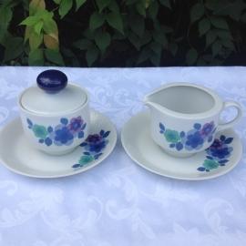 Retro suikerpot en melkkan Bavaria met blauwe bloemen