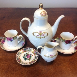 Tea for two, theepot met 2 bijpassende kopjes met mooie decoratie