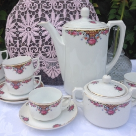 6 persoons theeservies met mooie bloemendecoratie
