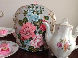 Engelse theemuts met bloemen
