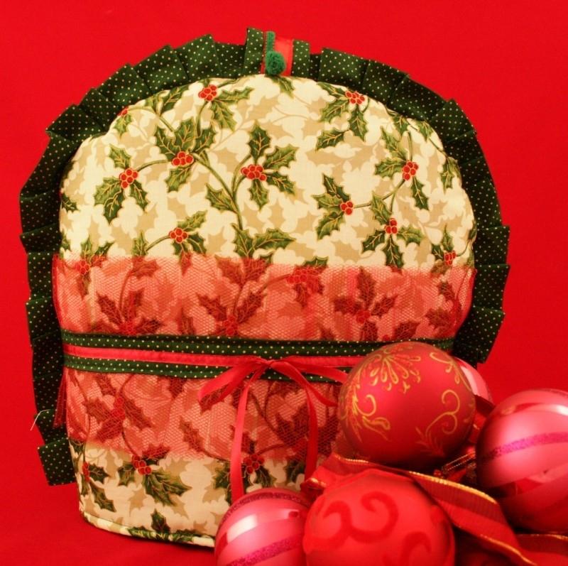 Kerst theemuts met hulstblaadjes rode tule en strik