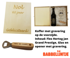 Gegraveerde koffer met fles Grand Prestige, glas en opener met gravure