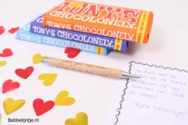 Valentijnspakketje  2:  Pen met eigen tekst, reep Tony's Chocolonely + kaart