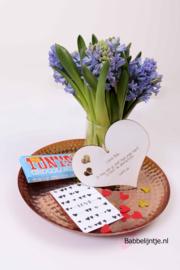 Valentijnspakketje  3:  Hartje met eigen tekst, reep Tony's Chocolonely + kaart