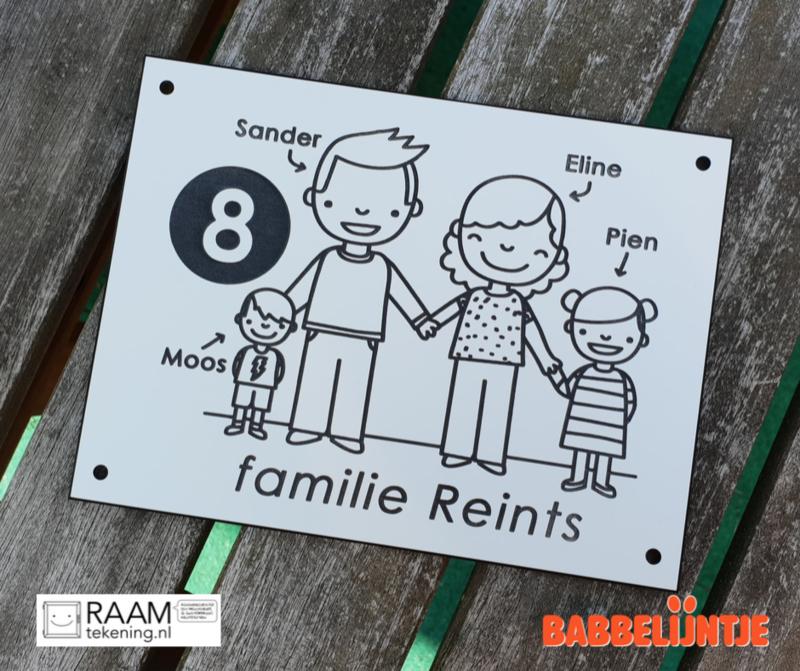 Onze huisnummerbordjes vliegen de deur uit! Deze ging naar Sander, Eline, Pien en Moos.