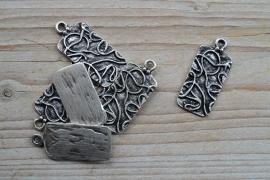 Metalen hanger rechthoek met kronkels ca. 19 x 43 mm per stuk