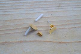 Goudkleurige oorstekers 10 mm met oogje per paar