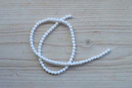 Witte schelp ronde kralen 4 mm