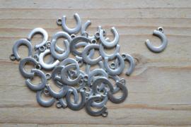 Metalen bedel hoefijzer ca. 11 x 14 mm per 3 stuks