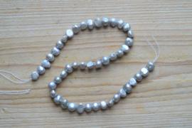 Zoetwaterparel nugget zilver ca. 8-9 mm (per streng)