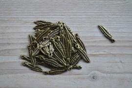Bronskleurige bedel veertje ca. 7 x 26 mm per 5 stuks