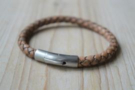 Armband van 6mm Antiek bruin gevlochten rundleer met RVS klemsluiting